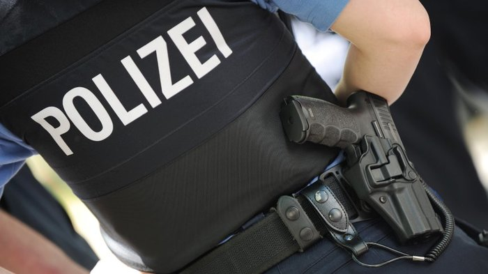 Offne, die Polizei! Германия, Полиция, Вежливость