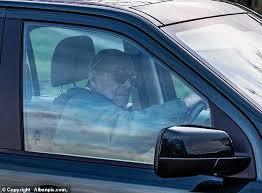 Полиция сделала 97-летнему мужу Елизаветы II замечание за непристегнутый ремень. Новости, Их нравы, Авто