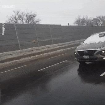 Когда снег сполз с крыши на стекло Гифка, Авто, Снег, Слабоумие
