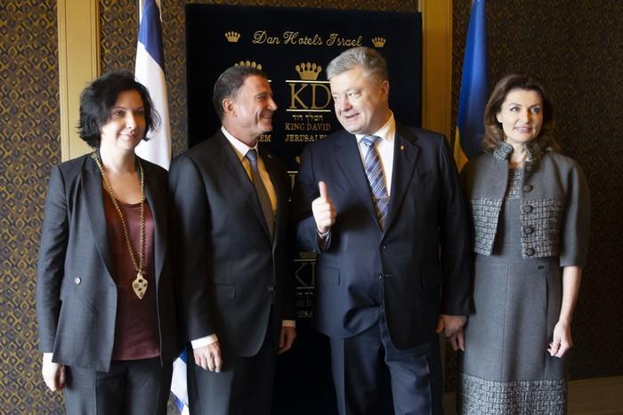 На встрече в Израиле Порошенко заправил свой пиджак в трусы Украина, Порошенко, Пиджак, Политика