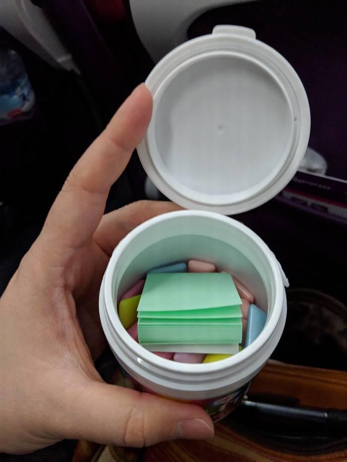 Жвачка в Японии продаётся с маленькой упаковкой бумаги для лёгкой утилизации