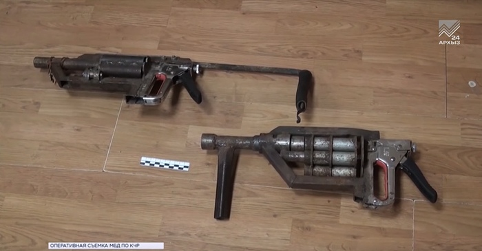 WAAAGH! Стволы, изъятые в Карачаево-Черкессии. Если вам кажется, что спусковой механизм сделан из мебельного степлера, то вам не кажется