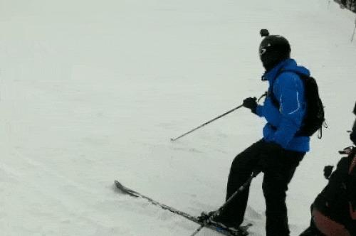 Кто как, а я вот так, на лыжах катаюсь