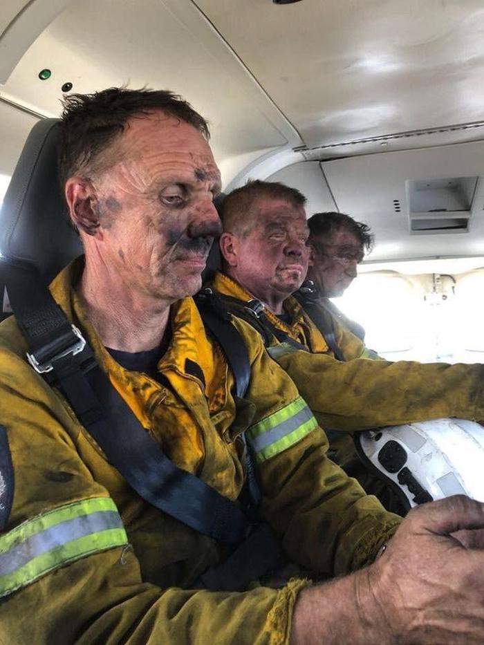Пожарные после смены