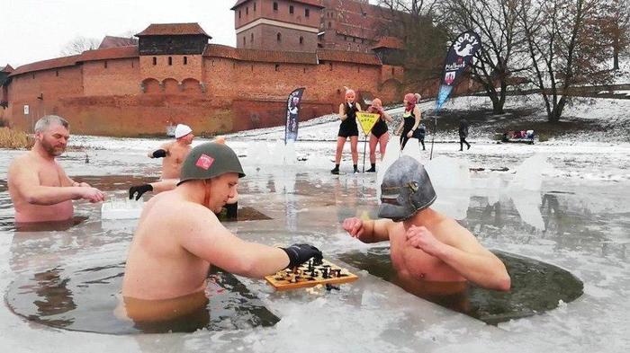 Шахматы в проруби. Польша, Шахматы, Прорубь, Затейник