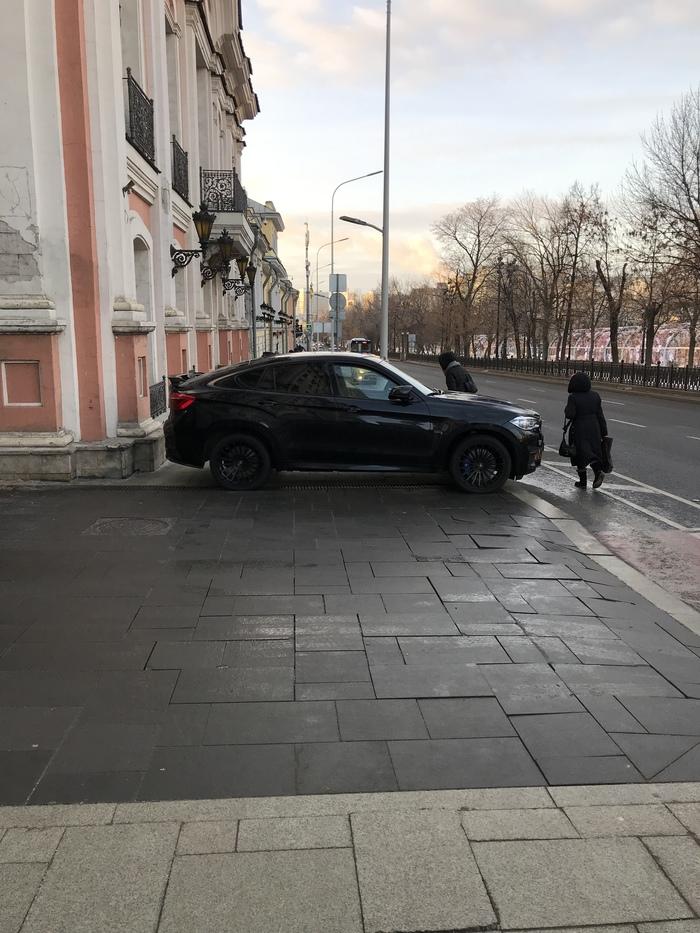 Страна должна знать своих героев BMW, Тротуар, Нарушение ПДД, Москва, Длиннопост, Парковка, Неправильная парковка, Без рейтинга, Негатив