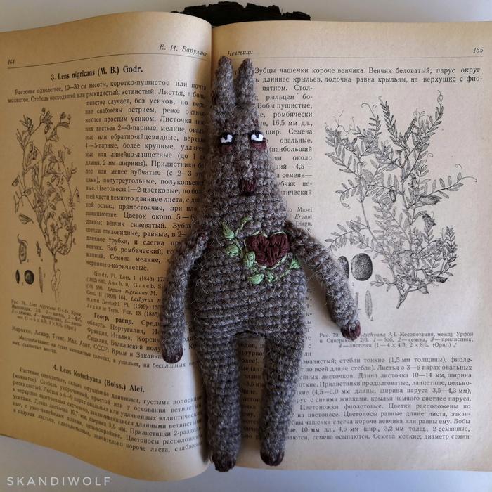 Вязаные волки крючком с ручной вышивкой Амигуруми, Вязание, Вязание крючком, Вязание своими руками, Волк, Авторская игрушка, Вышивка, Вышивка гладью, Длиннопост