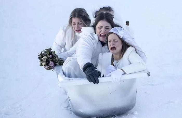 Ежегодные гонки на ваннах в Швейцарии Гонки, Ванна, Швейцария, Выражение лица
