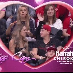 Девушки в день святого Валентина делятся на два типа
