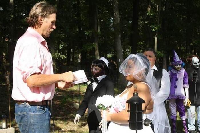 Неудовлетворённая обычными отношениями, 20-летняя американка вышла замуж за куклу-зомби Зомби, Кукла, Необычное, Свадьба, Длиннопост, США