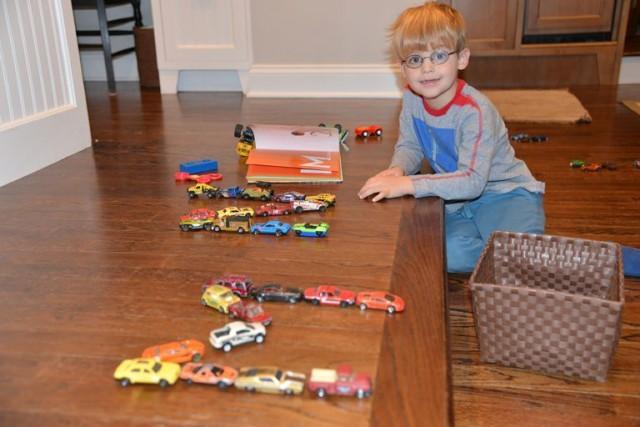 Мальчик попросил производителей прислать ему шильдики от машин. И получил полсотни посылок. Автомобилисты, Текст, Картинки, Доброта, Молодцы, Длиннопост, Дети