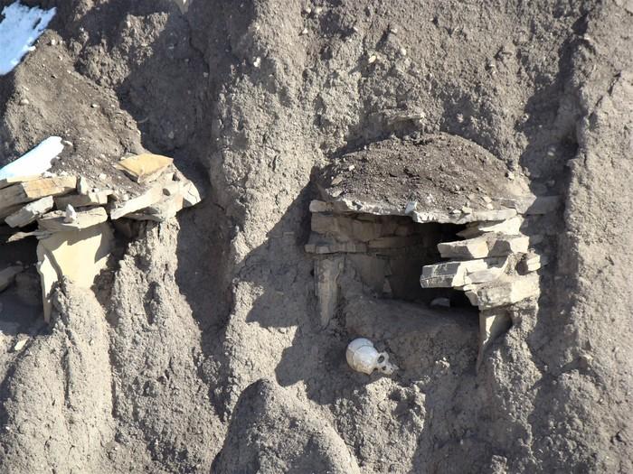 Старое кладбище в Куруше Дагестан, Кладбище, Горы, Путешествия, Длиннопост