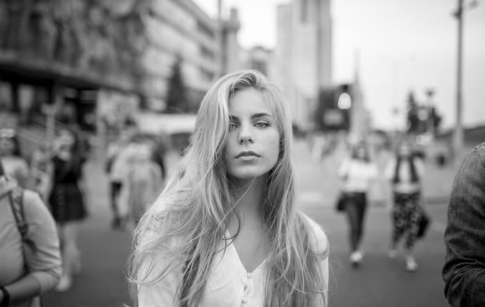 Уличные портреты Черно-Белое, Черно-Белое фото, Фотография, Девушки, Красивая девушка, Город, Портрет, Минск, Длиннопост