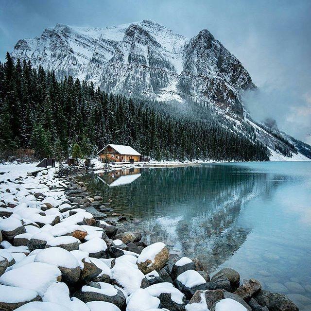 Озеро Луиза зимой , Канада