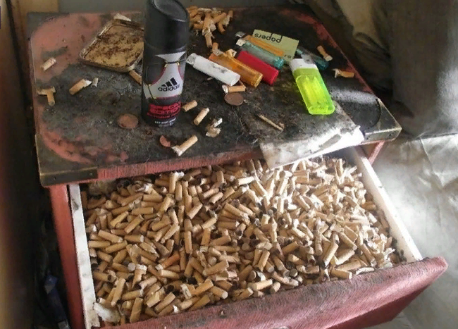 Жилец оставил 400 пакетов дерьма и 250 бутылок мочи Великобритания, Мусор, Длиннопост