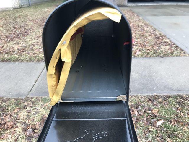 Почта доставила виниловые пластинки за 150$