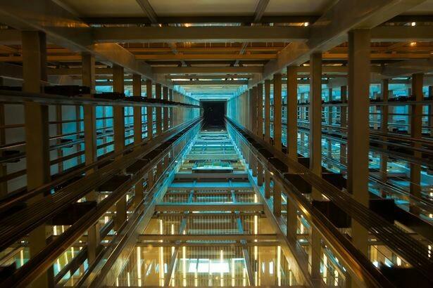 Как увеличить шансы выжить, если оказался в падающем лифте? Лифт, Падение с высоты
