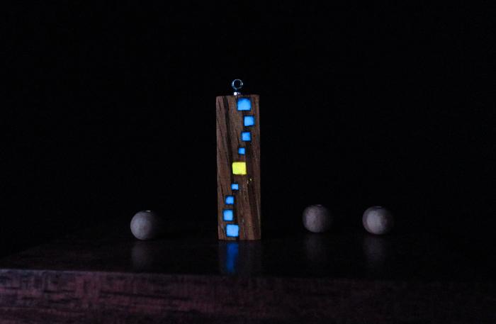 Концептуальные амулеты Концепт-Арт, Светящиеся амулеты, Люминофор, Резьба по дереву, Украшения из дерева, Эпоксидная смола, Длиннопост