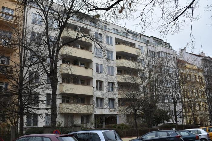 СМИ: российское посольство в Чехии сдаёт в аренду квартиры, бесплатно выданные дипломатам Общество, Чехия, Посольство, Мид, Аренда жилья, Tjournal, Россия, Прага