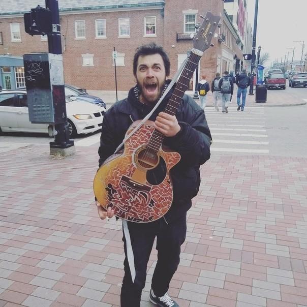 Отдал гитару бездомному Гитара, Бездомные, Добро