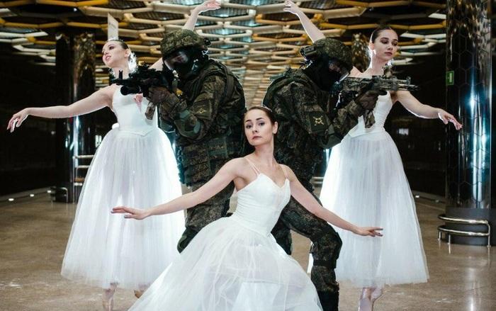 Праздничный фотосет в метро Метро, Екатеринбург, Солдаты, Балерины, Длиннопост