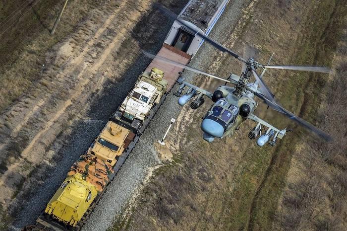 Сопровождение поезда вертолётом. Ка-52, Вертолеты России, Поезд, Крым