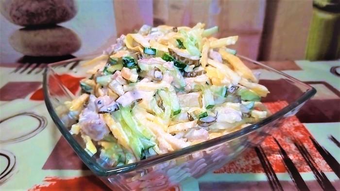 Салат с мясом и яичными блинчиками. Салат, Салат с курицей, Видео рецепт, Еда, Рецепт, Кулинария, Видео