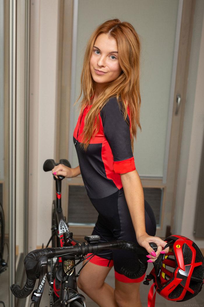 Велосипедистка Ингрид Грудь, Сиськи, Эротика, Девушки, Красивая девушка, Велосипед, Длиннопост, Попа