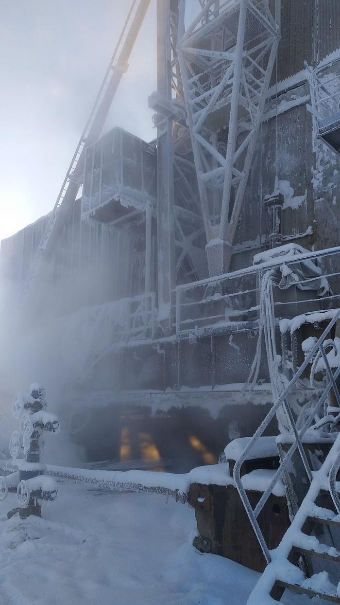 Буровая установка зимой в Сибири Нефть, Нефть и газ, Длиннопост