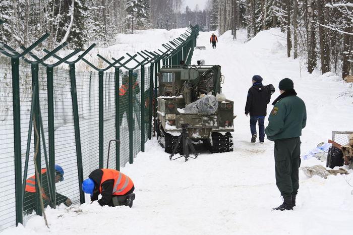 Латвия построила на границе с Россией забор с колючей проволокой Латвия, Забор, Граница, Новости