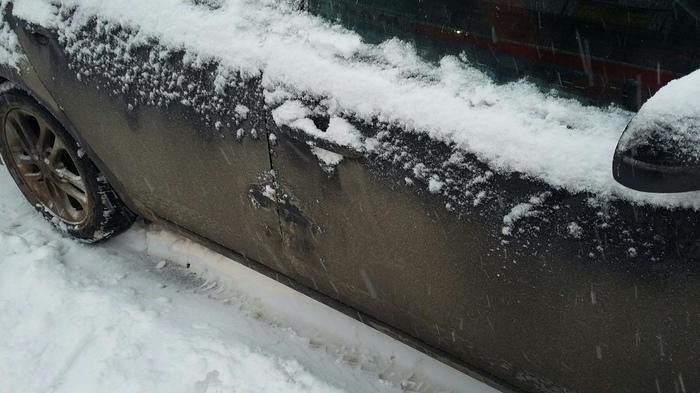 Видимо мой снеговик кому-то не понравился...Стукнул и скрылся... Челябинск, ДТП, Виновник скрылся, Ищу свидетелей, Помощь, Поиск