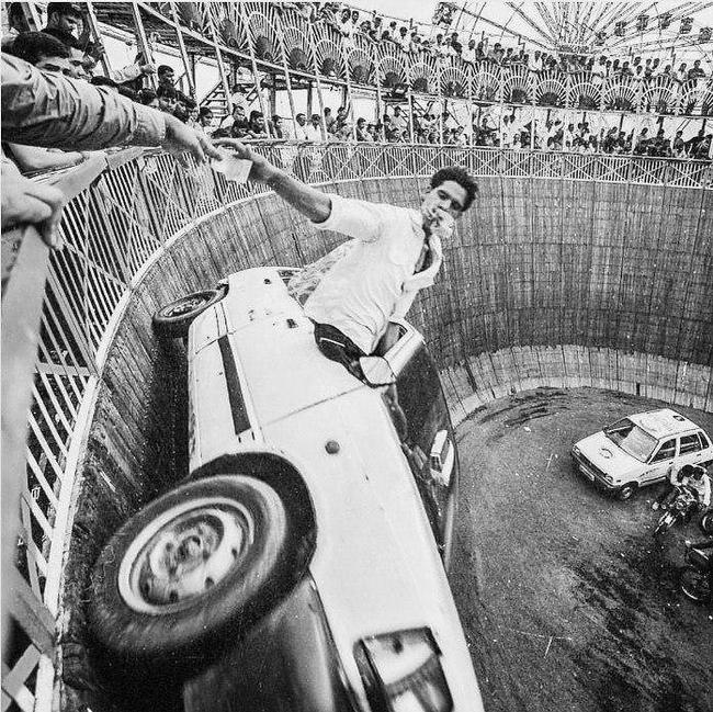 Стена смерти в Раджкоте, Индия, 1974 год.