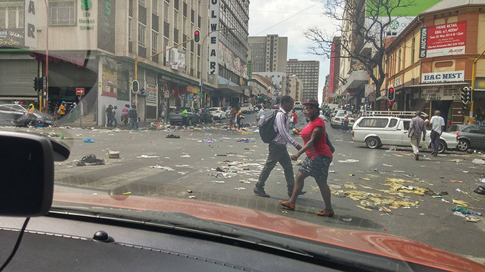 Йоханнесбург, крупнейший город ЮАР. ЮАР, Мусор, Негр, Забастовка, Коммунальщики