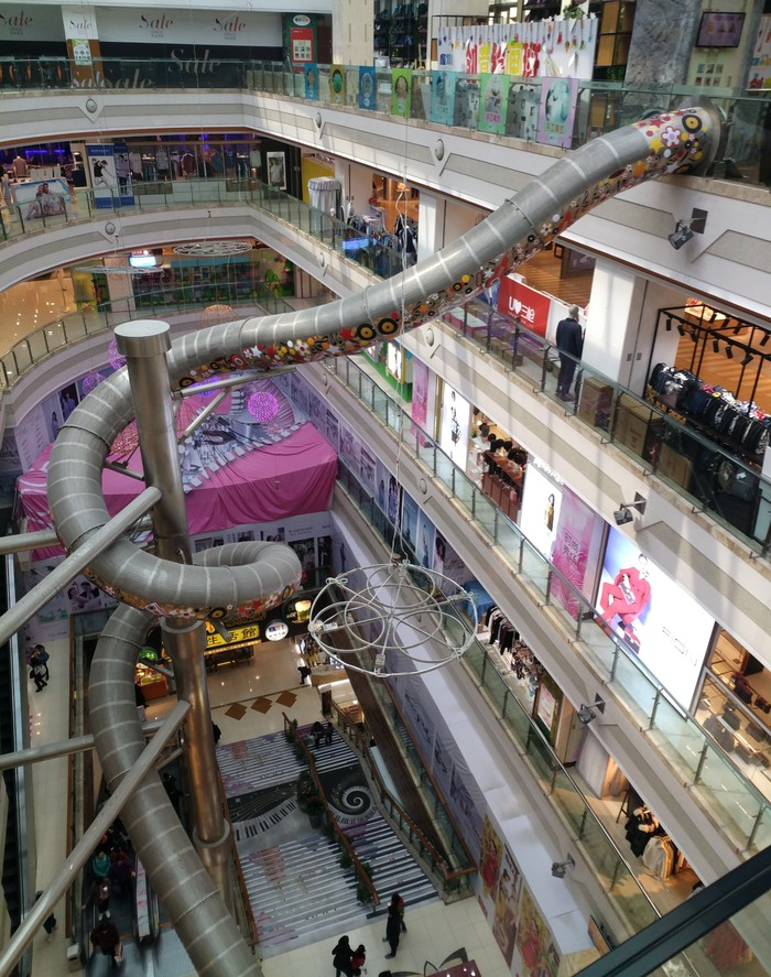 Пятиэтажная горка в ТЦ Шанхая Китай, Шанхай, Длиннопост