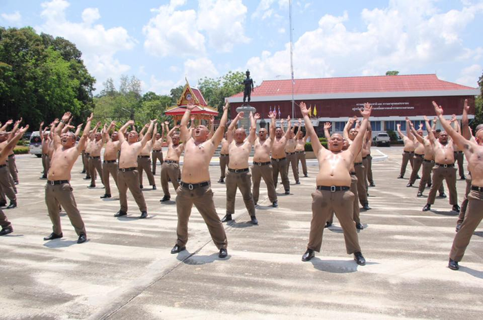 Полицейские с лишним весом отправляются в «лагеря для похудения» Полиция, Таиланд, Похудение, Длиннопост