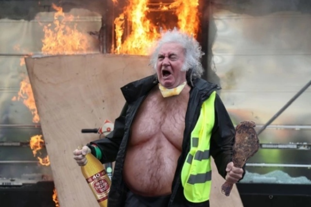 Орущий мужчина с протестов жёлтых жилетов во Франции Франция, Желтые жилеты, Протесты во Франции, Фотожаба, Мужчина, Юмор, Гифка, Длиннопост