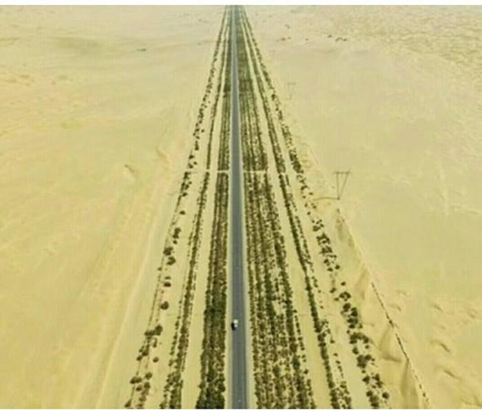 Для чего китайцы построили 450 км трассы посреди пустыни? Китай, Длиннопост, Дорога, Нефть, Китайцы