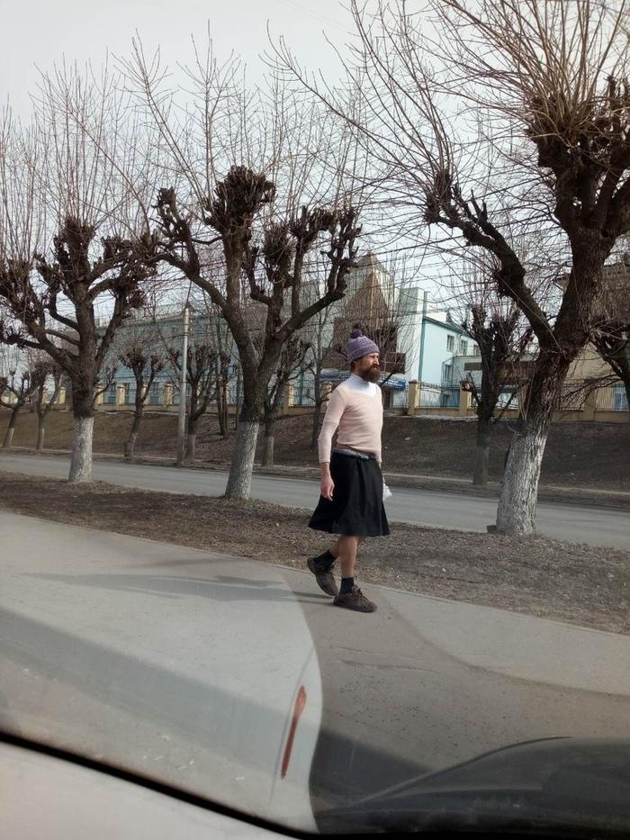 Кончита Вурст на пенсии.. и в Рязани. Причем, шел он задом вперед! Весна!