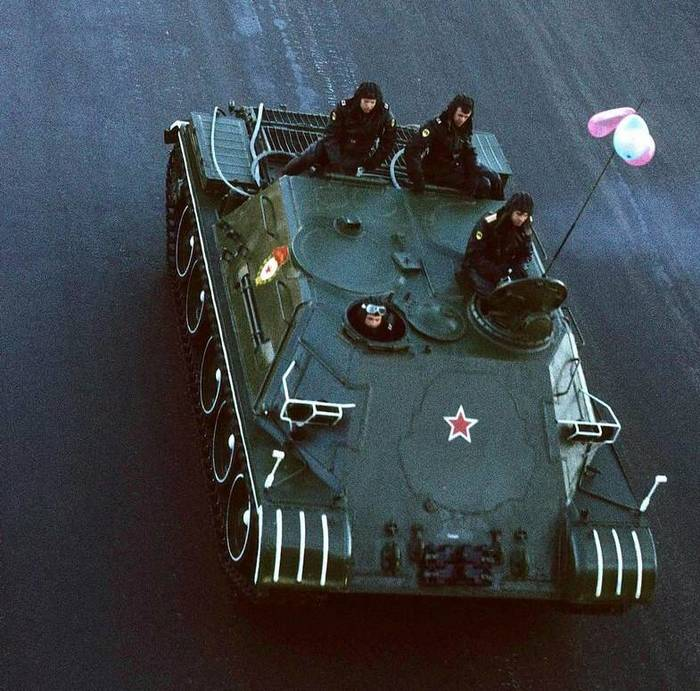 ТОП: тягач обеспечения парадов Отечественные бронированные ма, Мирная армия, Армия, Тягач, Парад, Машина обеспечения, Длиннопост