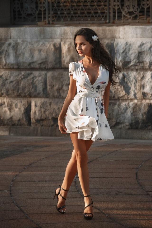 Платье и девушка #222.0 Красивая девушка, Хорошо сидит, Сексуальная, Девушки, Брюнетка, Длиннопост, Фотография