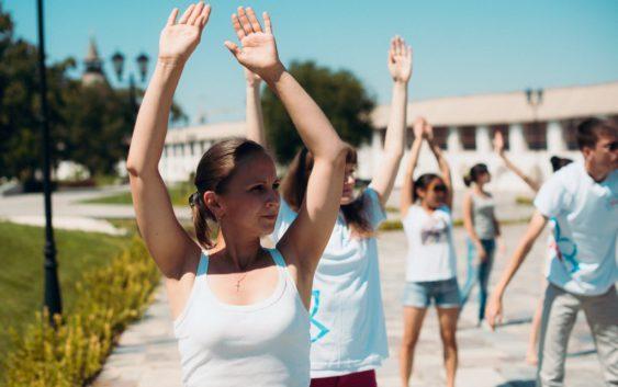 Фитнес в офисе: 10 упражнений для тех, кто много работает Спорт, Офис, Зарядка, ЗОЖ, Здоровье, Длиннопост
