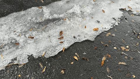 Бегущие капли подо льдом Весна, Капли, Лед, Красивое, Гифка