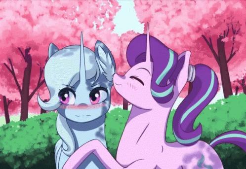 Soft touch My Little Pony, Starlight Glimmer, Trixie, Шиппинг, MLP Lesbian, Гифка, Mrscroup