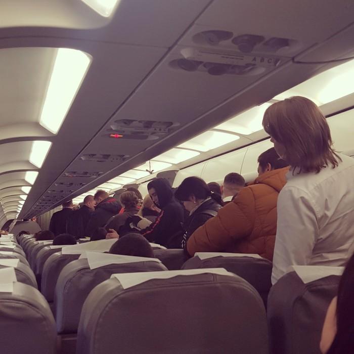 Сгорают ли последние 10 пассажиров, не успевшие выйти из самолета? Самолет, Толпа, Давка, Мысли вслух