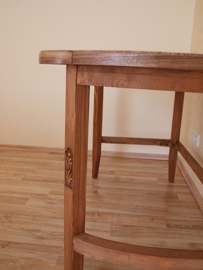 Стол по мотивам нескольких элементов мебели из разных эпох. Стол, Средневековье, Позолота, Резба по дереву, Шпон, Столешница, Узоры, Длиннопост
