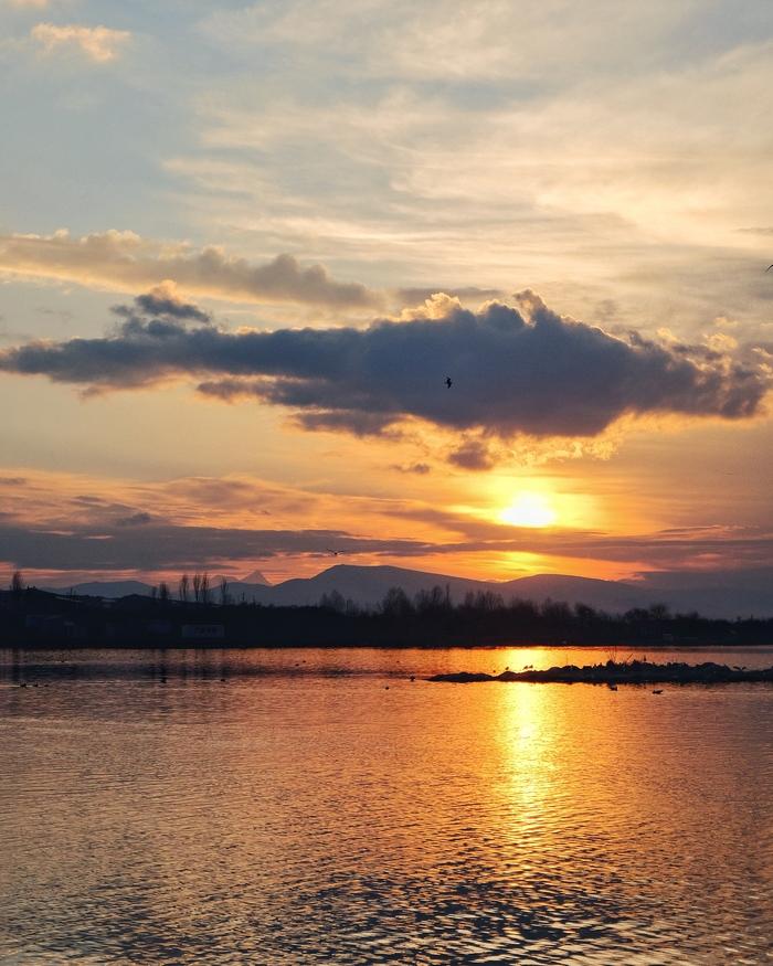 Закат на озере Севан. Озеро, Закат, Фотография, Армения, Небо, Солнце