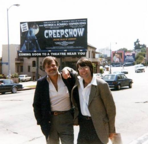 """Стивен Кинг и Джордж Ромеро идут на премьеру своего """"Калейдоскопа ужасов""""."""