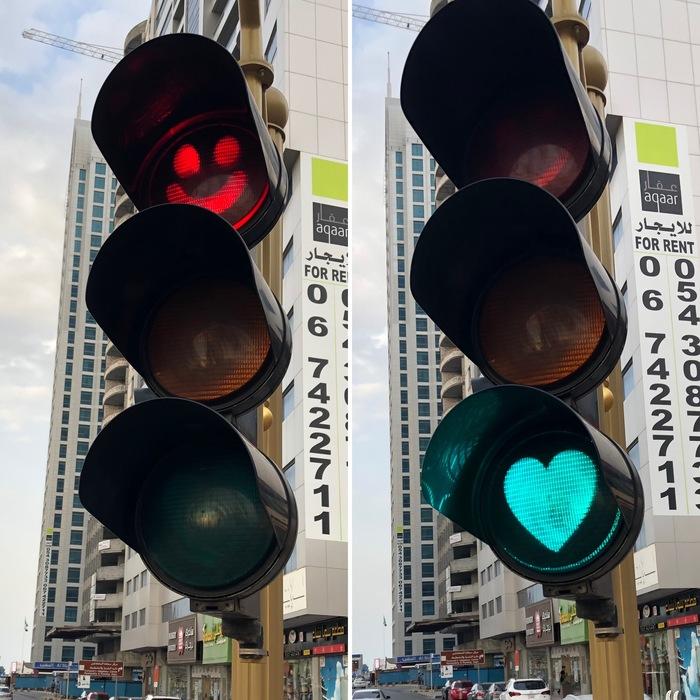 Доброжелательный светофор в Аджмане Весёлый светофор, Светофор, Смайл, Сердце, Пешеход