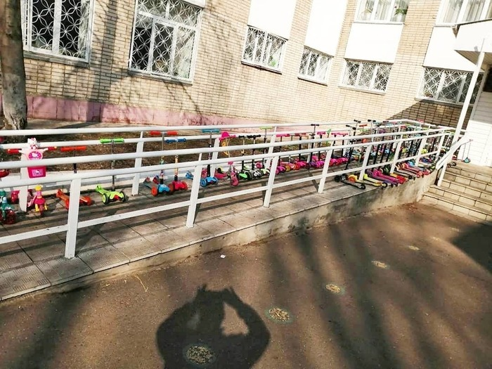 Детская парковка в садике)