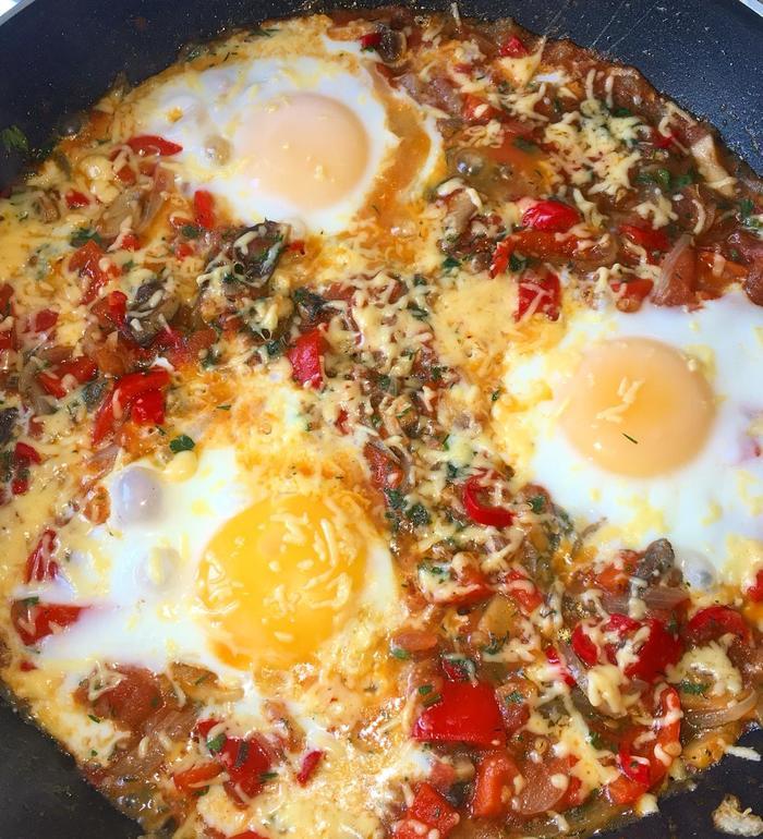 Шакшука с грибами - Королевская восточная яичница Завтрак, Яичница, Кулинария, Видео рецепт, Рецепт, Еда, Видео, Длиннопост